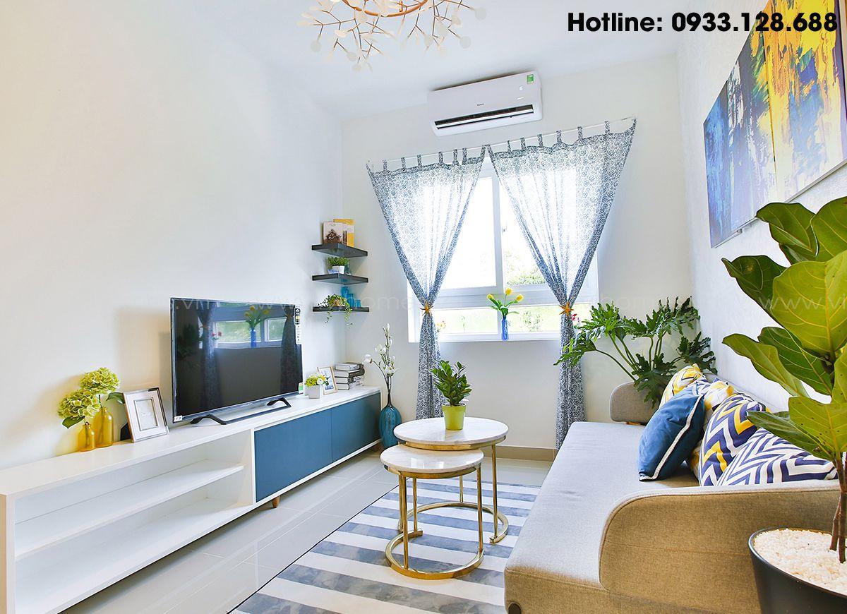 Phòng khách được thiết kế hài hòa, đem lại cảm giác hiện đại nhưng cũng đầy ấm áp